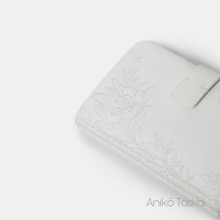 Új Desigual kis pénztárca kapcsos hímzett fehér