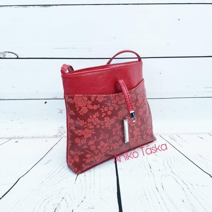 Új Karen rostbőr kis válltáska billenő záras piros domború virágmintával D099