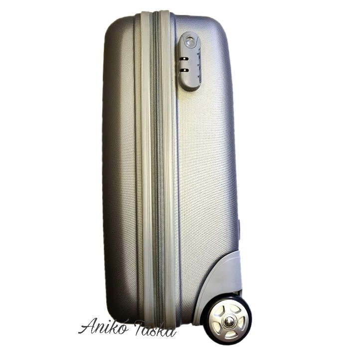 Kézipoggyász bőrönd ezüstszínű